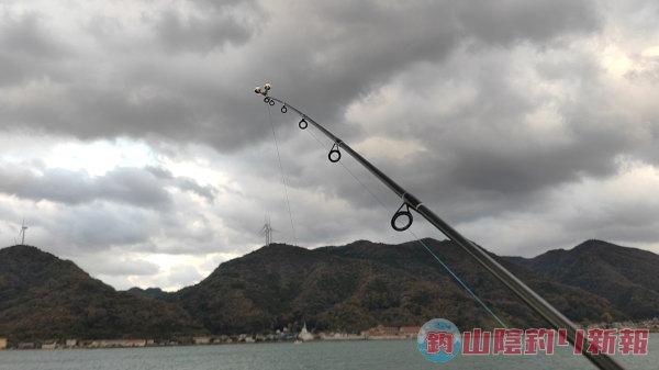 堤防からアジの泳がせ釣りで…出雲市河下港